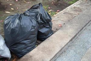 sacchi della spazzatura neri foto
