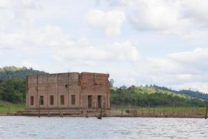 rovine di un antico tempio in thailandia