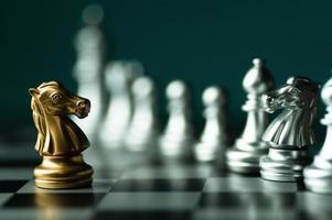 pezzo degli scacchi cavaliere d'oro