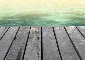 vista dell'acqua da un molo