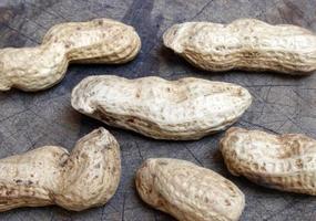 primo piano di gusci di arachidi