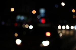 bokeh luce su strada e sfondo astratto