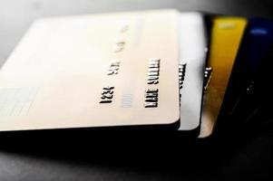 carte di credito impilate insieme foto