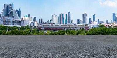 cemento con la città sullo sfondo