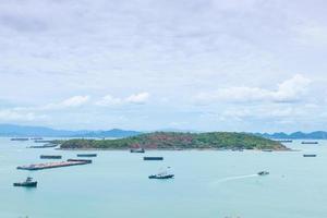 grandi navi da carico sul mare foto