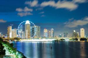 paesaggio urbano di Singapore di notte