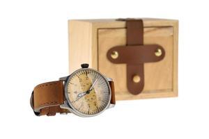 orologio da polso analogico con scatola in legno