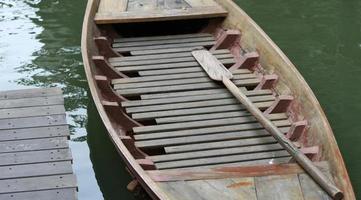 barca galleggiante in legno