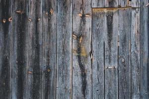 dettaglio di una vecchia porta di legno rustica foto