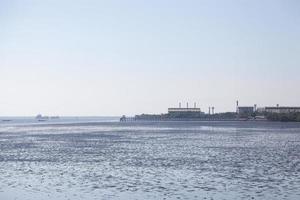 fabbrica in riva al mare in thailandia foto