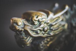 maniglia della porta del drago cinese foto
