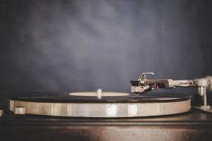giradischi rotante con vinile vintage foto