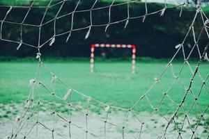 rete strappata sulla porta di calcio