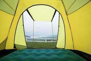 vista sull'oceano da una tenda