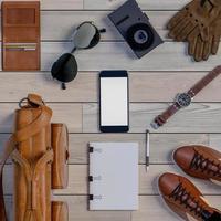 Rendering 3D di vista dall'alto di accessori per viaggiatori su sfondo di legno foto