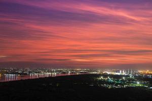 tramonto su una città