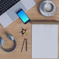 mock up area di lavoro sul tavolo con il taccuino foto