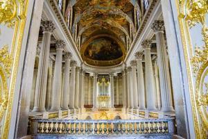 grande sala da ballo nel palazzo della versaille, francia