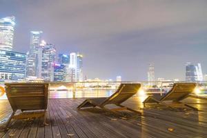 panchine sul lungomare di singapore
