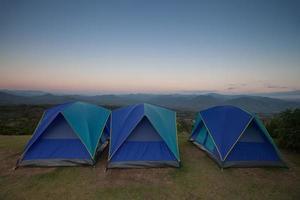 tende da campeggio al tramonto foto