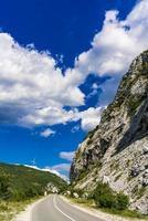 strada alla gola del Danubio a Djerdap sul confine serbo-rumeno foto