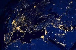 mappa satellitare delle città europee di notte foto