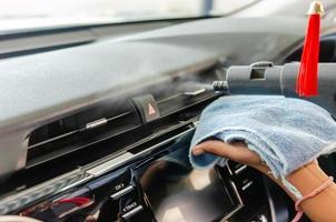 pulire il condizionatore d'aria di un'auto