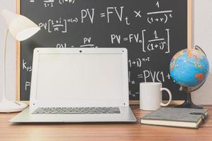 computer portatile sulla scrivania