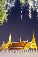 bangkok, thailandia, 2020 - illuminazione del grande palazzo di notte