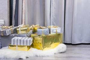 scatole regalo, celebrazione del periodo natalizio foto