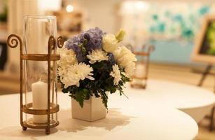 candela sul tavolo foto