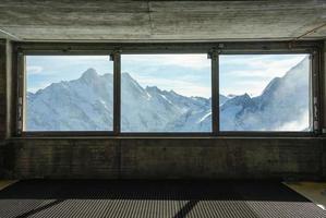 ghiacciaio dell'Aletsch dalla finestra della stazione ferroviaria di Jungfraujoch in Svizzera