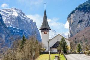 villaggio alpino, lauterbrunnen in svizzera
