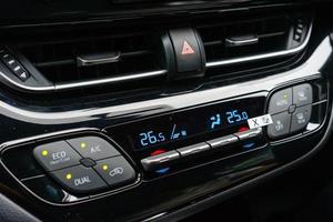 primo piano del sistema di ventilazione dell'auto e aria condizionata