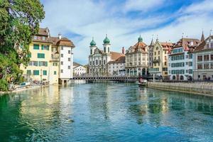 vista del centro storico della città di luzern, svizzera
