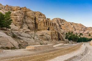 obelisco giallo tomba bab el-siq, petra, giordania