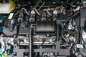 Close up dettaglio del nuovo motore di un'auto foto
