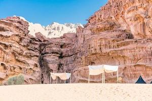 tenda berbera nel deserto del wadi rum, giordania