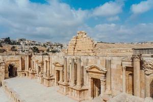 teatro sud nell'antica città romana di gerasa, giordania