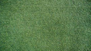 erba artificiale verde nel parco foto
