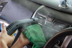 pulire il condizionatore d'aria di un'auto foto