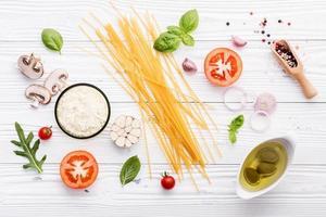 ingredienti freschi degli spaghetti