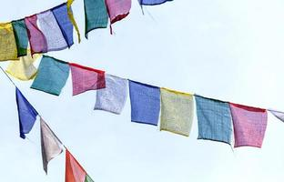 bandiere di preghiera buddista foto