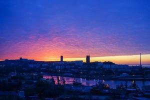 paesaggio urbano con alba a vladivostok, russia foto