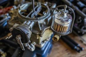 carburatore per automobile d'epoca foto