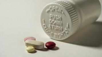 bottiglia medica di sicurezza con le pillole foto