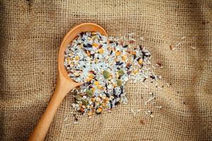 grano su un cucchiaio foto