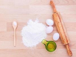 ingredienti per la pasta con il mattarello foto