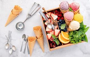 gelato e condimenti foto