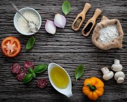 ingredienti freschi della pizza foto